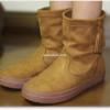 クロックスの新作ブーツが、スエード調&タッセル付でかわいい♪